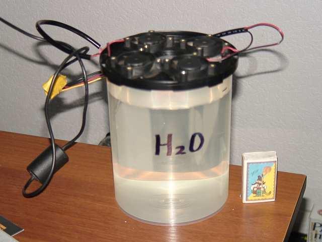 Увлажнитель от коробки для дисков с вкрученными вентиляторми дующие внутрь