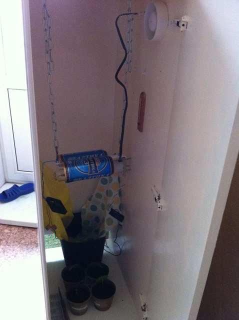 1 кулер дует на растения, 2ой обдувает лампу